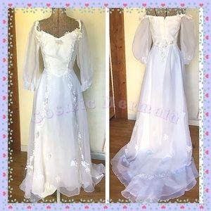 Dresses & Skirts - ⭐️Vintage Wedding Off The Shoulder Lace Dress⭐️